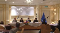 """กสทช.สุภิญญา กลางณรงค์ ได้รับเชิญจาก สหภาพยุโรปประจำประเทศไทย เพื่อร่วมเป็นวิทยากรการเสวนาโต๊ะกลม หัวข้อ"""" กรอบสถาบัน – บทบาทของสถาบันการปกครองแห่งชาติต่อการมีส่วนร่วมช่วยส่งเสริมเสรีภาพในการแสดงออก"""" (Institutional framework- the role of national regulating institutionas in contributing to freedom of expression) เมื่อวันที่ 30 มกราคม 2556 ณ โรงแรมดุสิตธานี กรุงเทพฯ"""